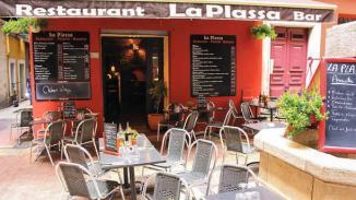 la-plassa-entree-du-restaurant-vue-de-la-terrasse-54d7c